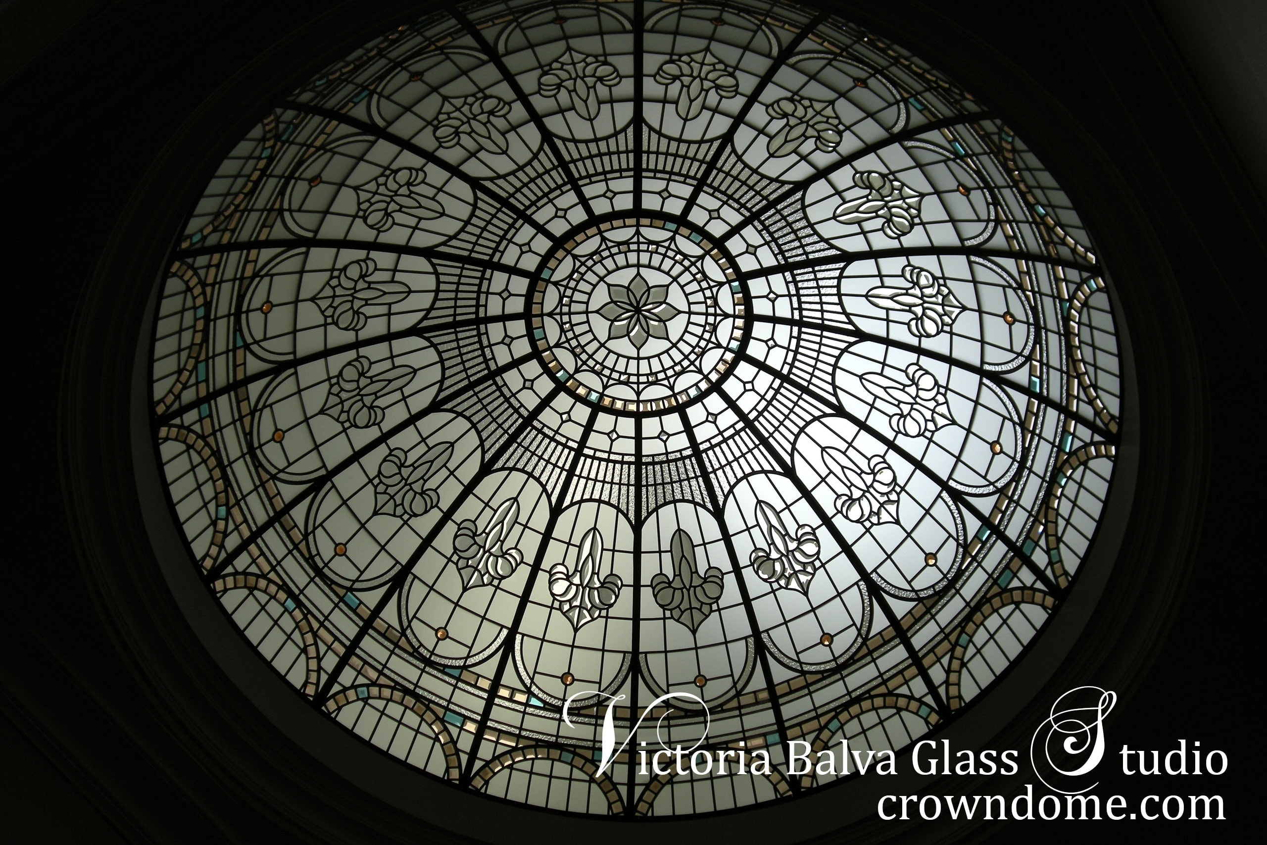 Stained and leaded glass dome ceiling with clear textured glasses, bevelled glass and jewels in classic style for a custom built residence. Luxury foyer interior design idea